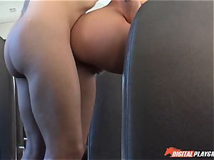 Maddy OReilly boning on the bus