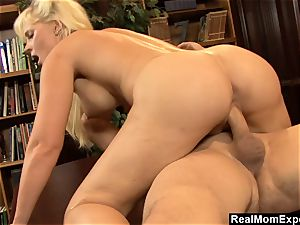 RealMomExposed - sloppy mind and insane labia