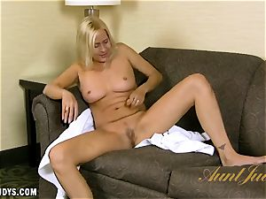 Payton Leigh gives you a super-hot interview