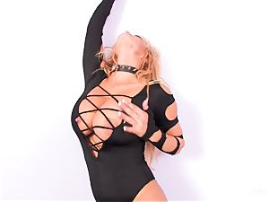 hotty Shyla Stylez deep-throats off a faux-cock