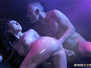Mandy Muse rump plumbed deep by Mick Blue