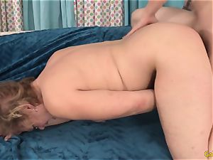 GILF Kelly Leigh Gets jammed doggy fashion