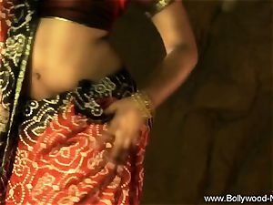Indian milf stunner Is impressive When She Dances