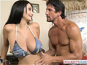 Ava Addams places his fuckpole inbetween her thick melons