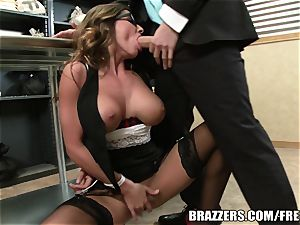 Madison Ivy has an backside that needs a smash
