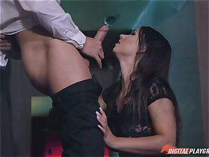 splendid babes Taylor Sands and Stella Cox are thirsty for weenie