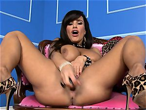 stunning Lisa Ann stuffs her fake penis deep in her wet cunny