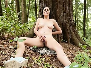 big-chested Rita playthings Her fuckbox In The woods