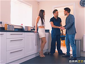 Frustrated wifey Taylor Sands gets bone elsewhere