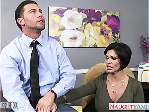cool dark haired cougar Shay Fox gives head