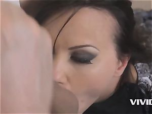 cougar Alysa Gap Gets Her husband wood For vengeance