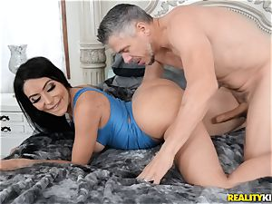 Smoking super-fucking-hot Lela starlet juggles her humungous culo on top