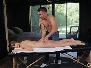 Kimmy Granger penetrated by suspended german masseuse