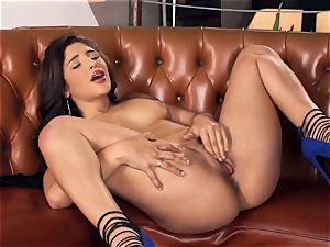 Abella Danger making her tastey poon spunk