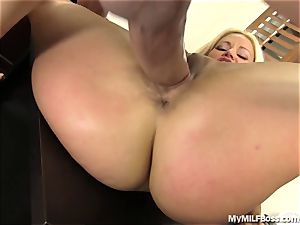 super-fucking-hot mummy manager Does What She Wants