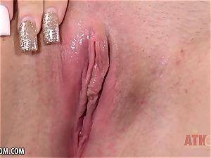 ash-blonde Casey Ballerini fingers her appetizing cunny