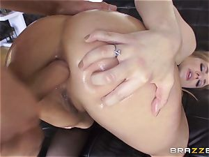 luxurious Dahlia Sky gets her anus serviced