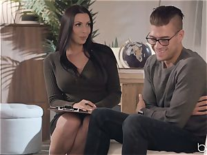 Rachel Starr knows how to ride that humungous dude meat
