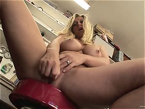 red-hot Devon Lee enjoys teasing her sugary-sweet moist jewel