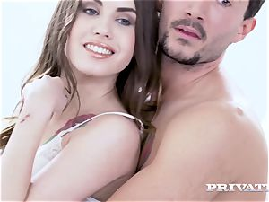 Private.com adorable Elle Rose in an buttfuck three-way